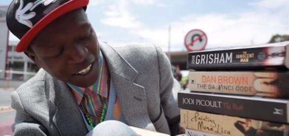 O jovem, de 24 anos, mudou de vida com os livros