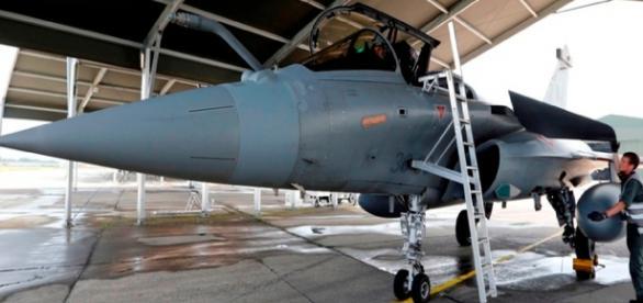 Avião militar provocou um susto aos passageiros.