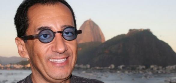 Jorge Kajuru pede perdão a Evaristo Costa