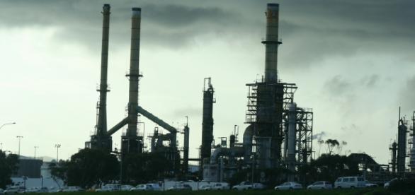 Rafineria ropy naftowej fot.H.Stilianou