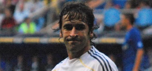 Raúl lució el brazalete de capitán con orgullo