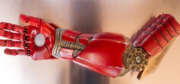 Crean prótesis de brazos para niños simil Marvel