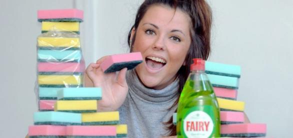 Emma adora comer esponjas com Fairy.