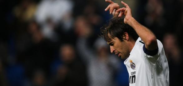 Gesto típico de Raúl para celebrar sus goles