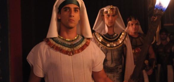 O hebreu Uri guiando os egípcios na escuridão