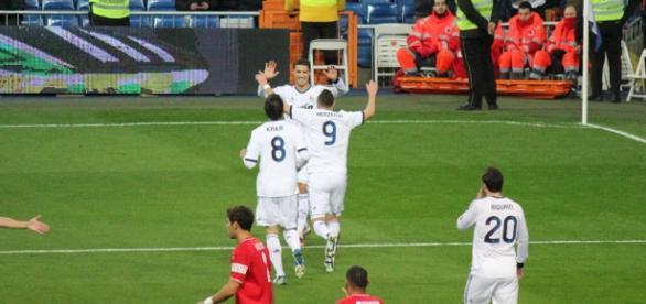 Real Madrid y PSG buscan el liderato