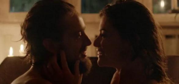 Felipe e Lívia tem primeira noite de amor