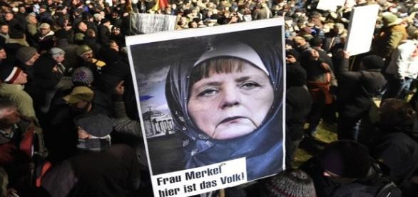 Merkel porzuciła Niemców, a ukochała imigrantów