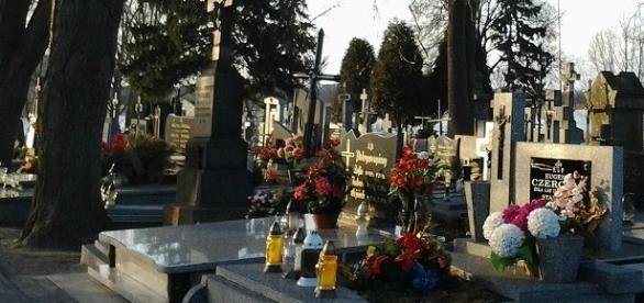 We Wszystkich Świętych odwiedzamy groby bliskich
