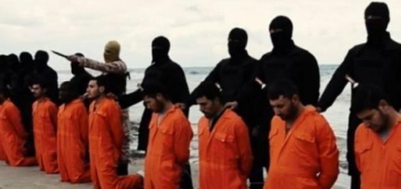 10 prizioneri kurzi au fost decapitati de ISIS