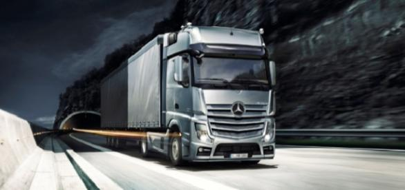 "Mercedes-Benz Truck ""Actros"" (Illustration)"