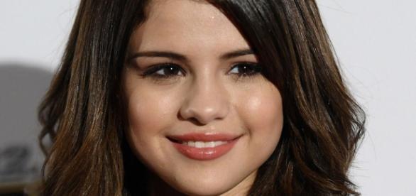 Selena Gomez está uma pessoa diferente.