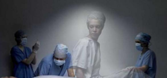 Doi cercetători afirmă că moartea nu existӑ