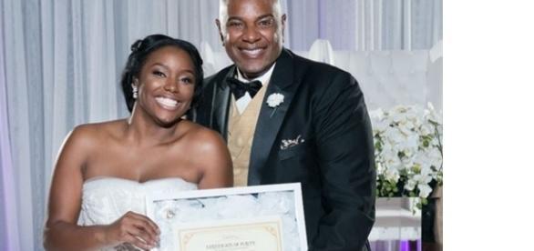 O pai da noiva orgulhoso de sua obediência