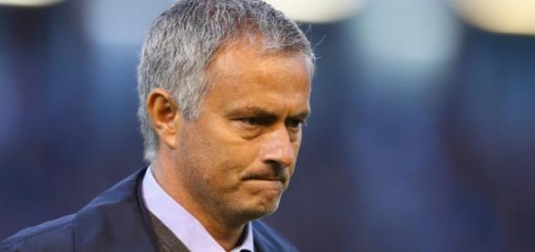 José Mourinho perdeu a cabeça em público.