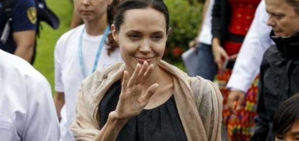 Angiolina Jolie troppo magra, deve farsi curare