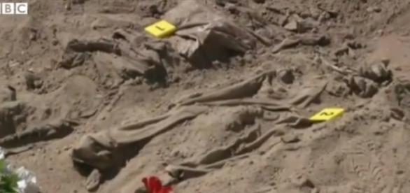 Au fost găsite 19 gropi comunale cu militanți ISIS