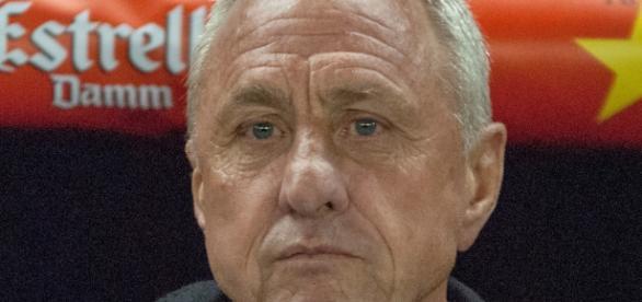 Johan Cruyff en una imagen en los banquillos