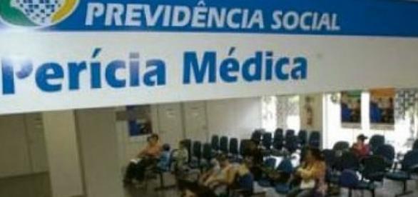 Médicos peritos continuam em greve em todo o País