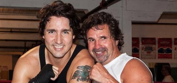 Trudeau, a sinistra, in versione pugile