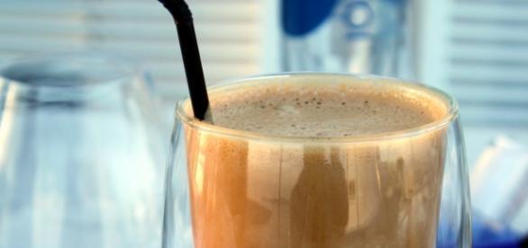 kofeina w koktajlu z kawą na pobudzenie