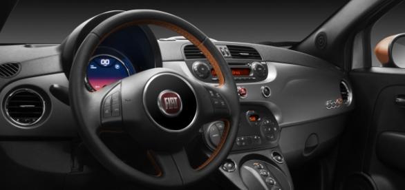 Modelul Fiat 500e, din interior