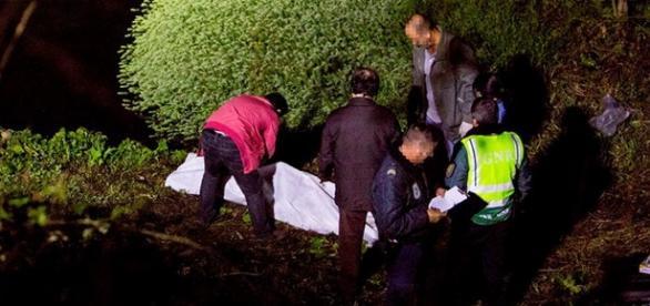 Recolha do cadáver fotografada por Rui Oliveira