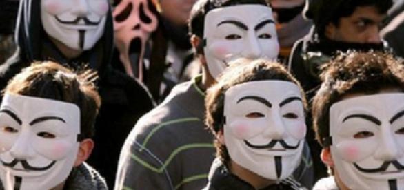 """Anonymous """"declară razboi"""" Statului Islamic"""
