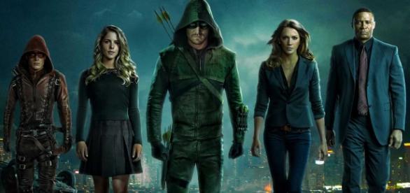 """Elenco de """"Arrow"""" forma o famoso """"ArrowTeam"""""""