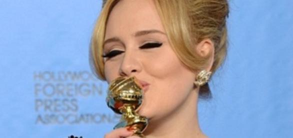 Adele reconhece excessos com álcool