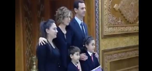 captura de Pantalla Assad su familia