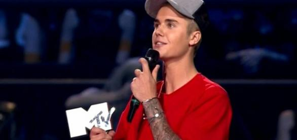 Justin entra para a história do EMA