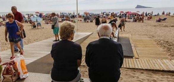 Mayores de Imserso disfrutando de Benidorm