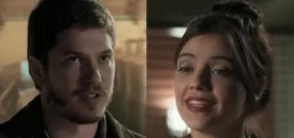 Afonso salva vida de Anita e os dois se apaixonam