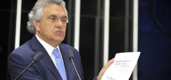 Eduardo Braga e senador Ronaldo Caiado brigam