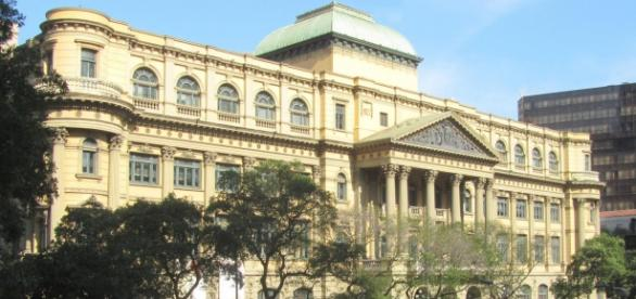 Fachada principal da Biblioteca.