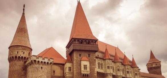 https://pixabay.com/ro/castelul-hunedoara-medieval