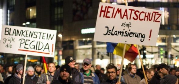 Marsz antyimigracyjny w Niemczech