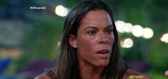 Rebeca deu adeus ao reality da TV Record