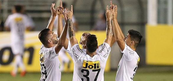 Santistas comemoram classificação para final