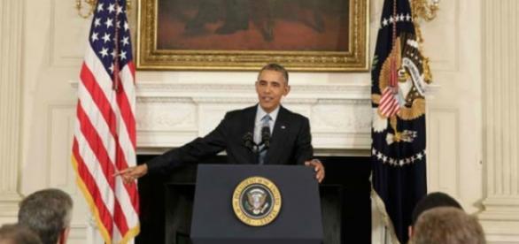 Presidente discursando na Casa Branca