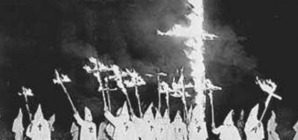 Actitud típica del Ku Klux Klan