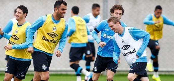 Jogadores do Grêmio no Centro de Treinamento