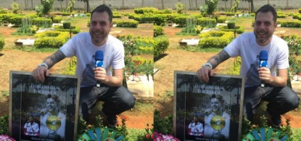 Humorístico faz piada no túmulo de cantor