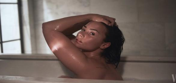 Demi Lovato posa nua para Vanity Fair