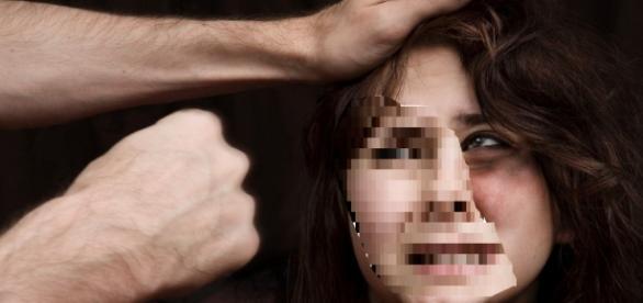 Femeie batuta si violata pe un site porno