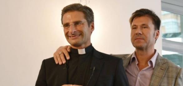 Padre Charamsa e seu companheiro.