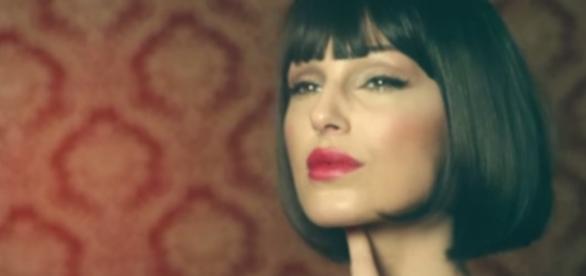 Anna Tatangelo in un video musicale
