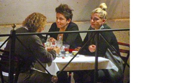 Cena da single per Emma Marrone a Roma.
