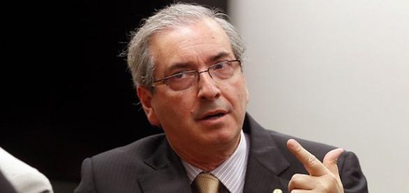 Eduardo Cunha diz que não cai antes de Dilma